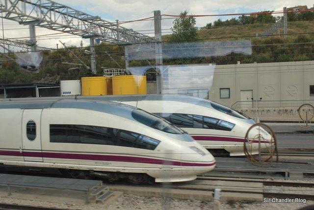 Viajando en el AVE entre Barcelona y Madrid