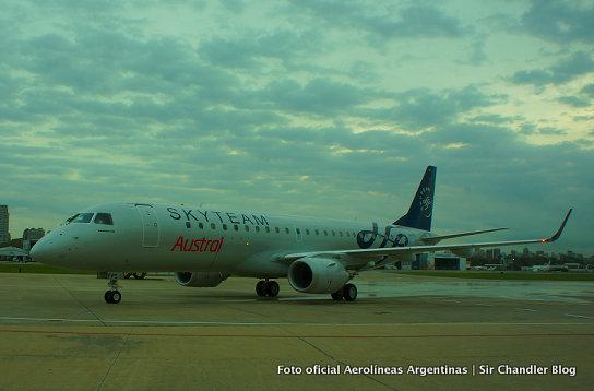 Llegó el nuevo Embraer 190 de Austral con los colores de Skyteam y fue bautizado
