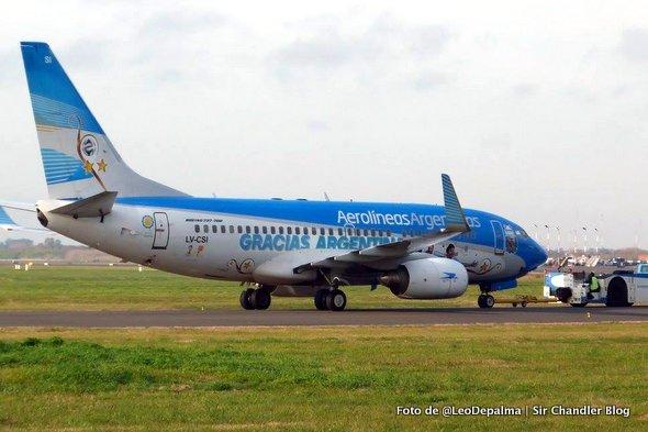 Cambiaron el ploteo al 737 mundialista de Aerolíneas