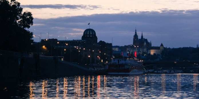 Paseando por el Río Moldava en Praga
