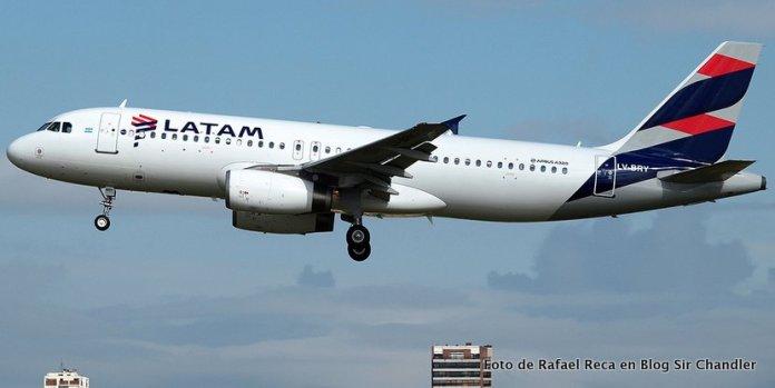 LATAM Argentina ya opera un avión con los nuevos colores