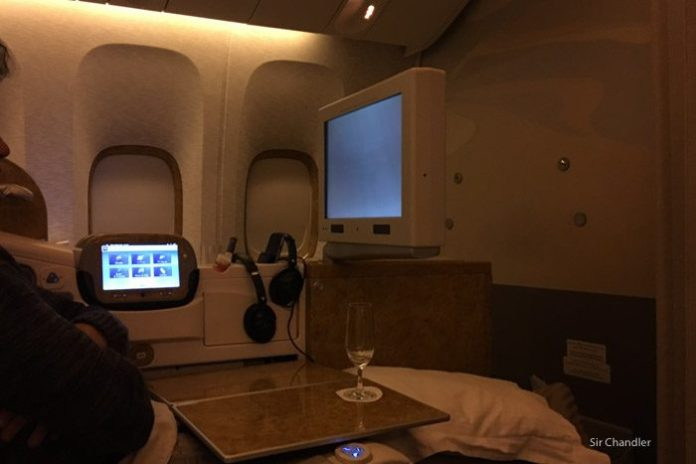 pantalla-business-emirates-777