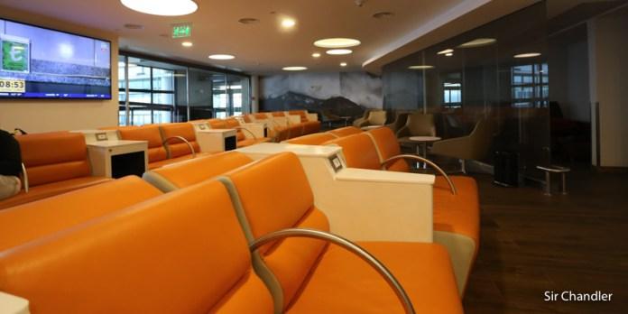 El salón Pacific Club del aeropuerto de Santiago