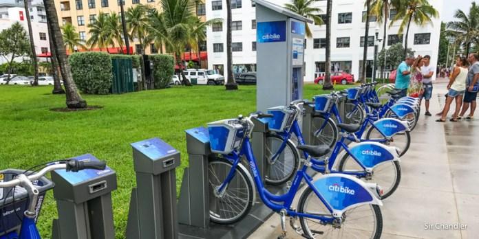 Alquilando bicicletas en Miami y el punto donde se ven los barcos salir