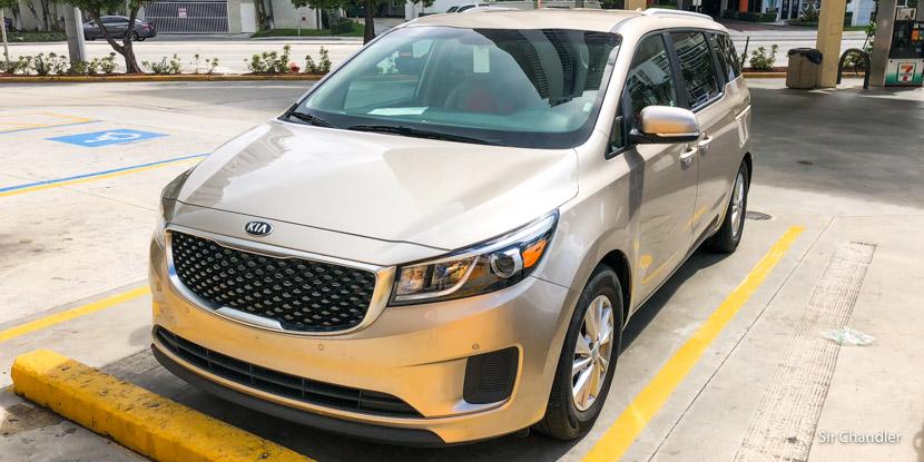 El auto alquilado en Miami para 8 pasajeros: Kia Sedona