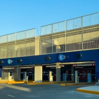 El acceso al Cell Phone Lot y el estacionamiento multinivel en Ezeiza