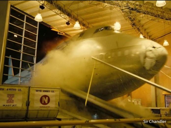 Nolan destrozó otro avión… un Boeing 747