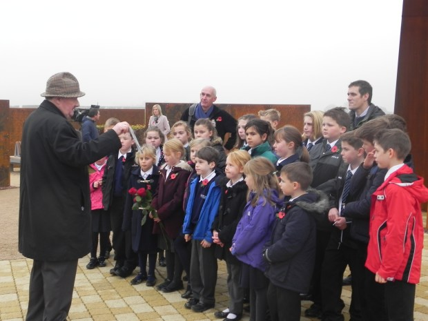 A veteran tells his story to the pupils.