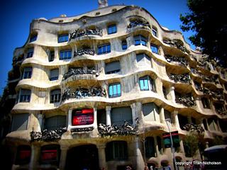 Antoni Gaudí: Frontage Casa Mila
