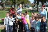 """JKP """"Komunalije"""" i deca zasadili drvo u Martincima"""