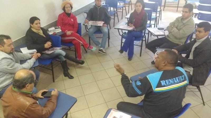 Reunião em Nova Andradina com entrega da publicação da história