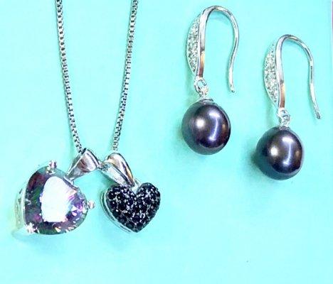 Lovebirds: Exquisite Jewelry Set