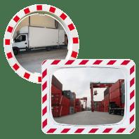 Espejo de tráfico con el marco rojo y blanco autoreflectante