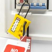 Bloqueo con minialdaba: Paso 6 añadir los elementos de bloqueo e identificación necesarios