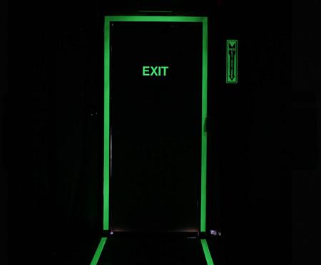 Tiras de aluminio fotoluminiscentes para puertas