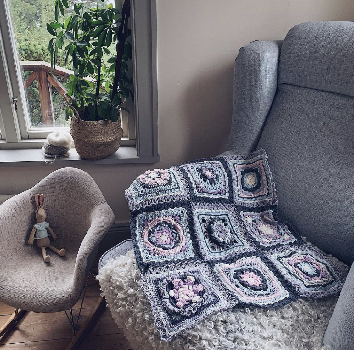 The-Ultimate-Granny-Square-Sourcebook-SistersInStitch-Therese-Eghult-Crochet-Square-Granny-Square-Blanket
