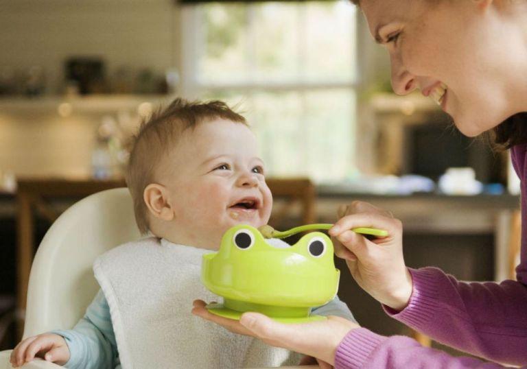 Até que idade devemos amassar a papinha do bebê?
