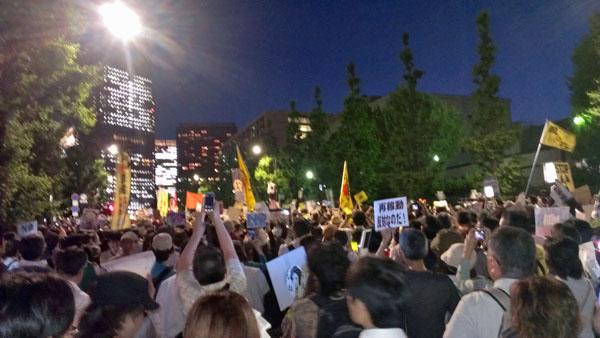 首相官邸前の反原発デモ(2012年6月29日撮影)