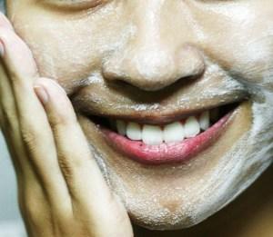 lavar o rosto para fazer maquiagem