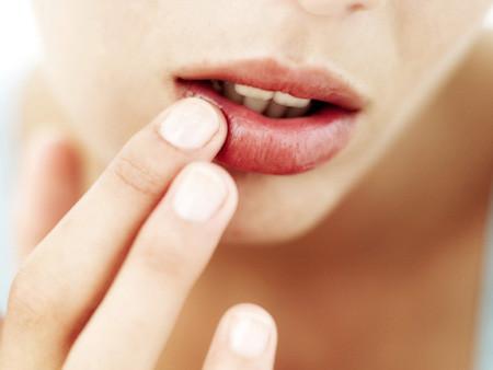 aprenda a fazer um hidratante labial caseiro