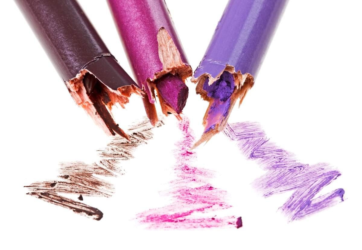 Veja como evitar que o lápis de sobrancelha quebre com frequência