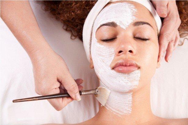 máscara facial para ajudar prevenir e combater os poros dilatados