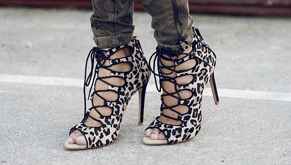 sandálias de amarração