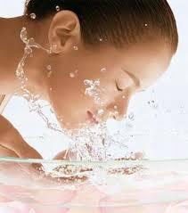 mantenha a pele limpa para combater os poros dilatados