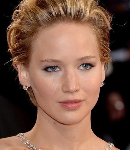maquiagem romântica da atriz Jennifer Lawrence