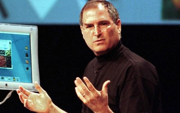 Steve Jobs usando gola rolê