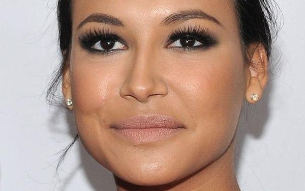 Combinar Maquiagem com Olhos Pretos ou Escuros