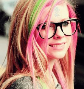 Avril Lavigne com o cabelo colorido