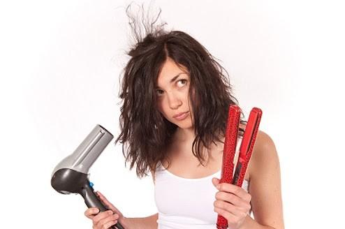 Chapinha no fios molhados é uma das coisas que você não deve fazer com os cabelos