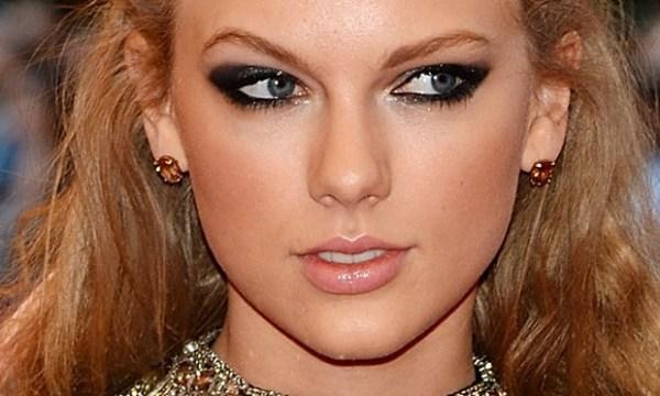 Foto de famosa usando Maquiagem com olhos marcantes para noite