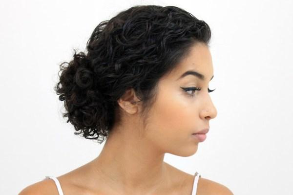 Coque lateral para cabelos afros