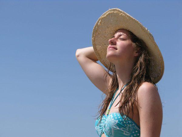 As peles mais claras também podem ganhar um bronzeado no Verão