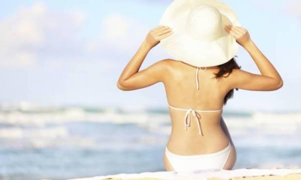 Aproveite a praia sem mostrar as olheiras e mantenha a maquiagem sem derreter