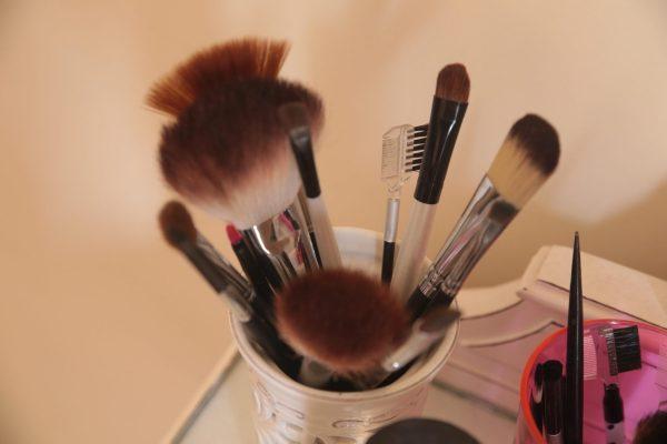 Para retocar a maquiagem leve seu kit pessoal e ajude a manter a maquiagem sem derreter