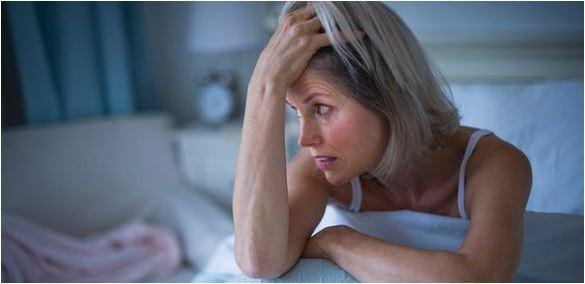 Dormir mal causa rugas