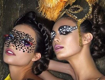 Mulher com Make de carnaval
