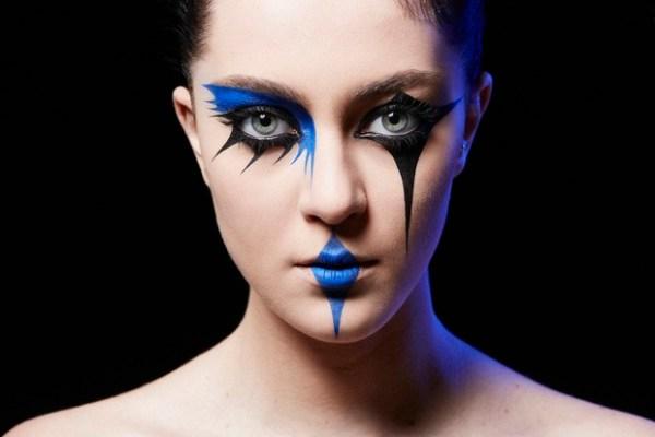 Maquiagem de carnaval azul e preto