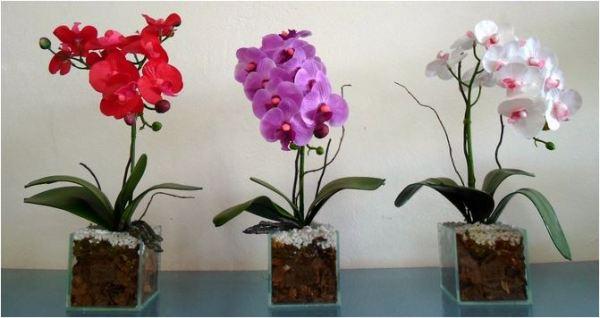 Decoração da casa com flores artificiais