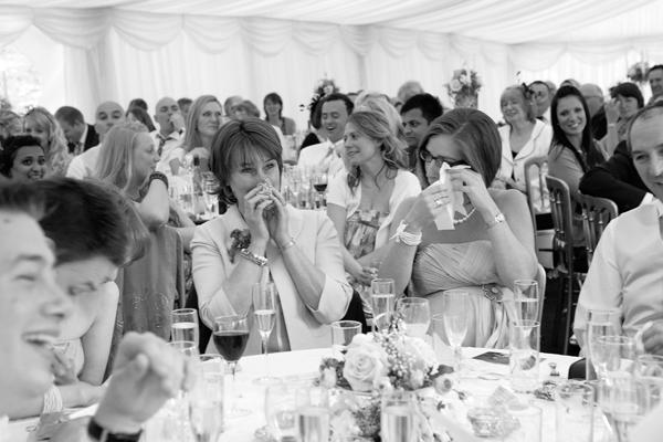 Emoção e alegria na festa de casamento