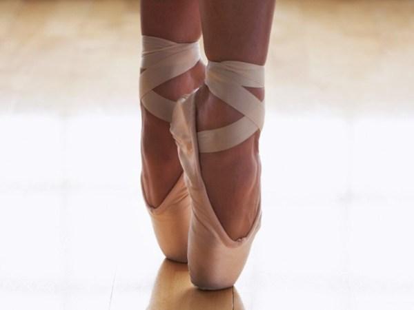 bailarina nas pontinhas dos pés