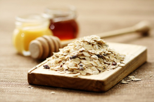 Creme caseiro para pés com aveia, mel e azeite
