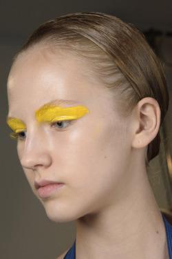 make com sombra amarela