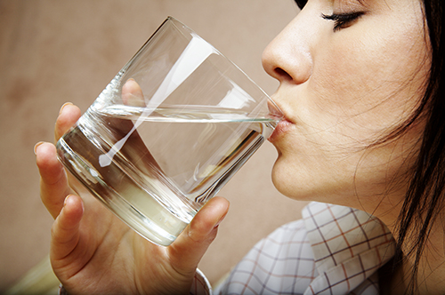 5 maneiras geniais para você beber mais água