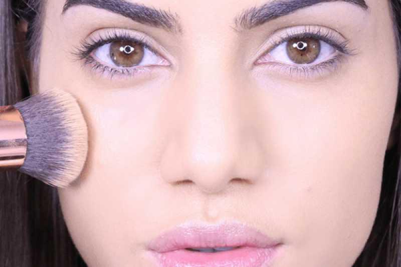 Pele com acabamento acetinado é uma tendência de maquiagem para outono/inverno 2016