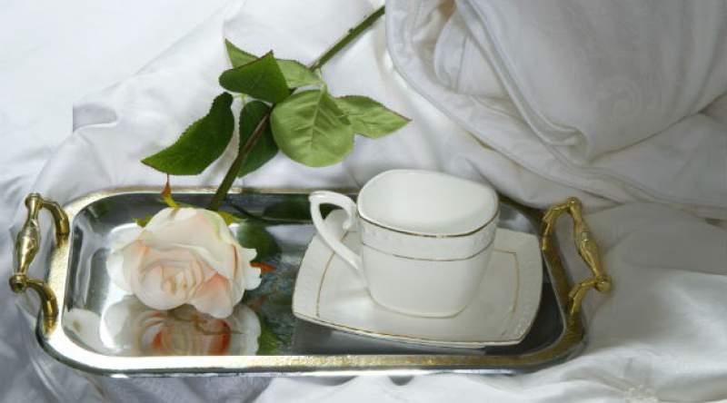 Chá de carqueja e rosa branca é uma forma de prevenir as varizes