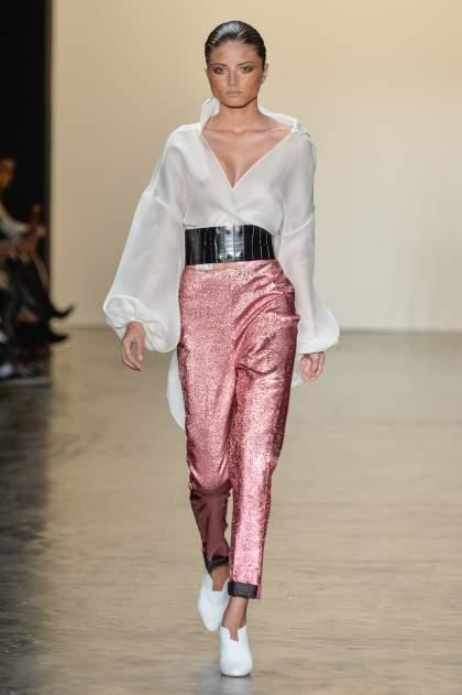 camisa feminina oversized inspirada no guarda-roupa masculino